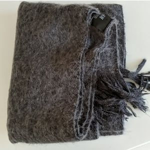 H&M Gray Fluffy Knit Scarf
